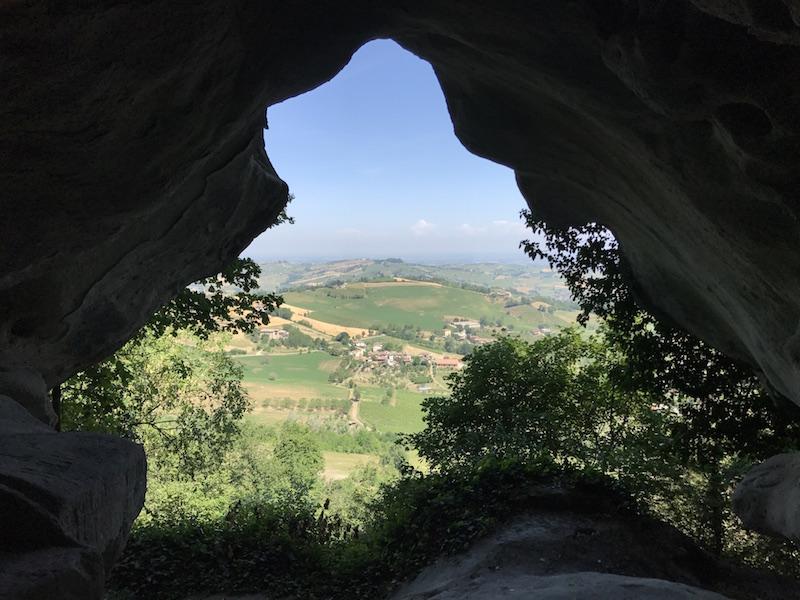 Viaggio alla scoperta delle suggestive grotte di Rocca d'Olgisio